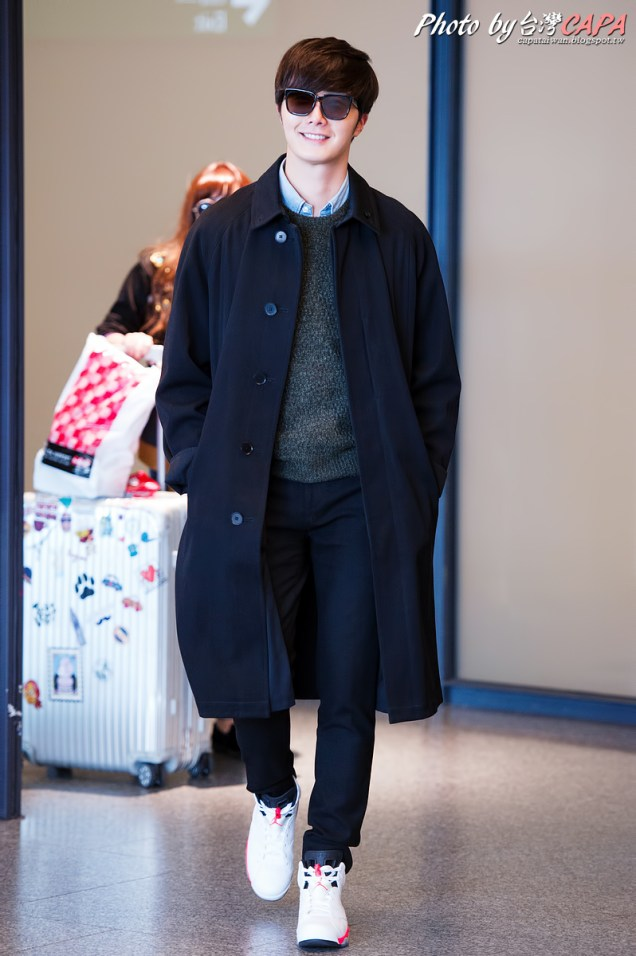 2015 1 JIW arrives to Taiwan's airport. Various 7