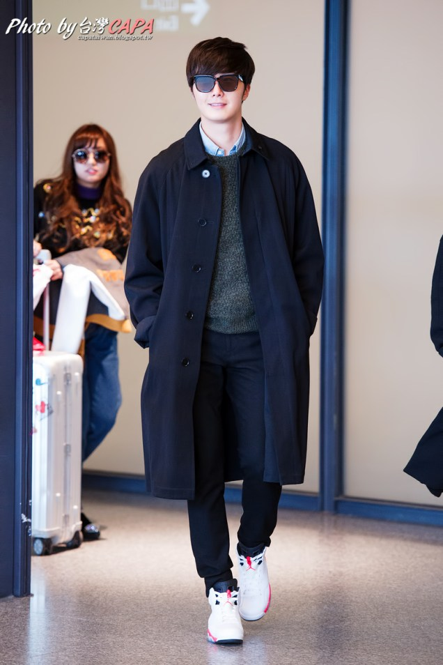 2015 1 JIW arrives to Taiwan's airport. Various 8