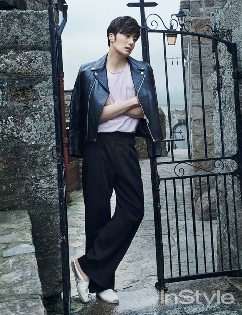 2015 3 Jung Il-woo at Mont Saint Michel for Style magazine Photo Shoot 7