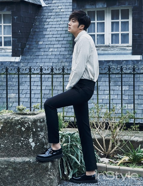 2015 3 Jung Il-woo at Mont Saint Michel for Style magazine Photo Shoot 9