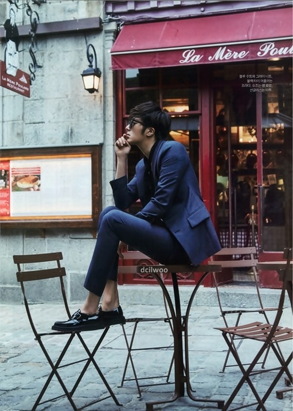 2015 3 Jung Il-woo at Mont Saint Michel for Style magazine Photo Shoot (Magazine layout) 4