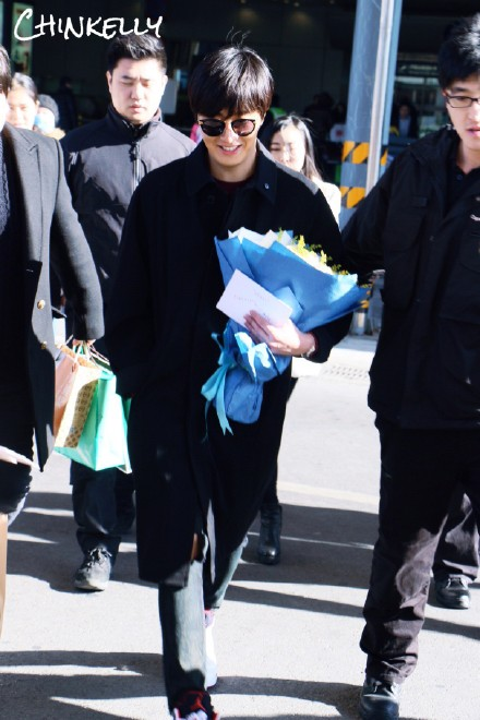 2015 1 31 Jung Il-woo travels to Beijing, China to the Fan Meeting. Airport photos.12