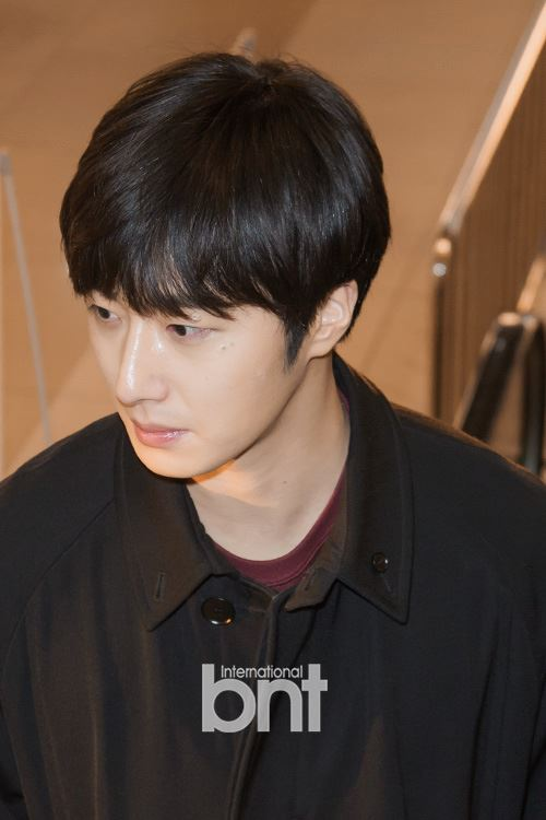 2015 1 31 Jung Il-woo travels to Beijing, China to the Fan Meeting. Airport photos.4