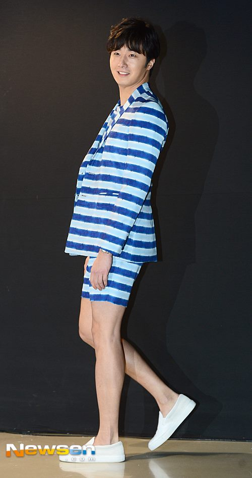 2015 3 21 Jung Il-woo at the Seoul Fashion Week wearing a Hong Hye-jin Design. 14