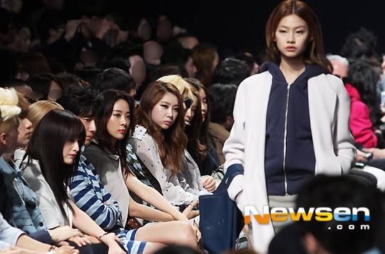 2015 3 21 Jung Il-woo at the Seoul Fashion Week wearing a Hong Hye-jin Design. 30