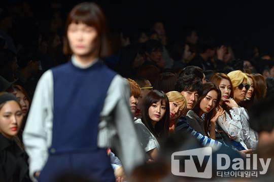 2015 3 21 Jung Il-woo at the Seoul Fashion Week wearing a Hong Hye-jin Design. 32