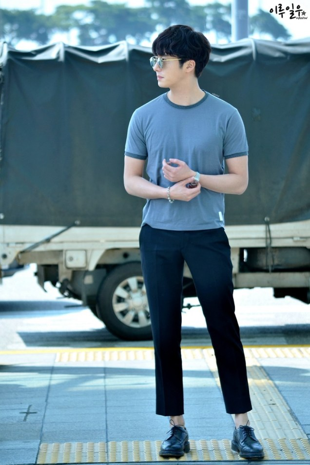 2015 3 Jung Il-woo at the airport in route to Star Chef filming in China C 17