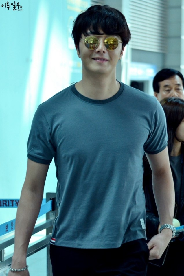 2015 3 Jung Il-woo at the airport in route to Star Chef filming in China C 27