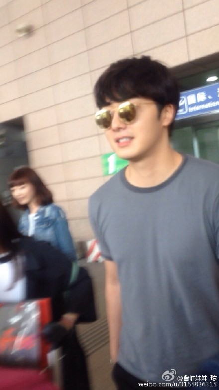 2015 3 Jung Il-woo at the airport in route to Star Chef filming in China C 6