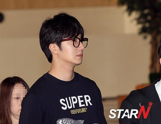 2015 4 25 Jung Il-woo in his Fan Meeting Rainbo-Woo in Tokyo, Japan. Arriving at the airport. 1
