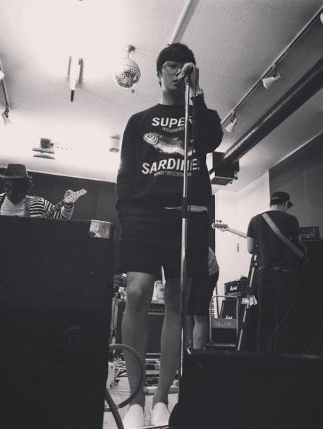 2015-4-25-jung-il-woo-practicing-for-his-fan-meeting-rainbo-woo-in-tokyo-japan-11.jpg