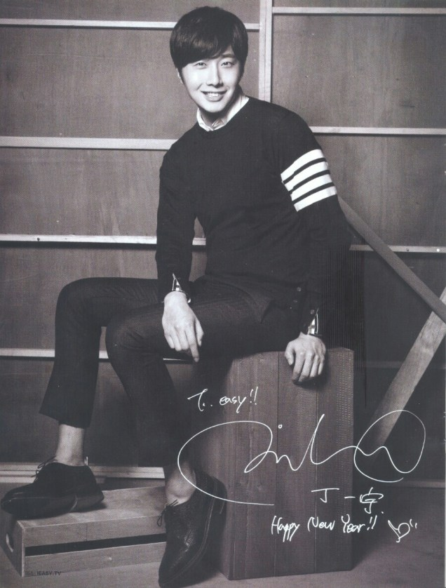 2015 4 Jung Il-woo for Easy Magazine Vol. 703 3.jpg