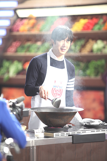 2015 4 Jung Il-woo in Star Chef Episode 1 14