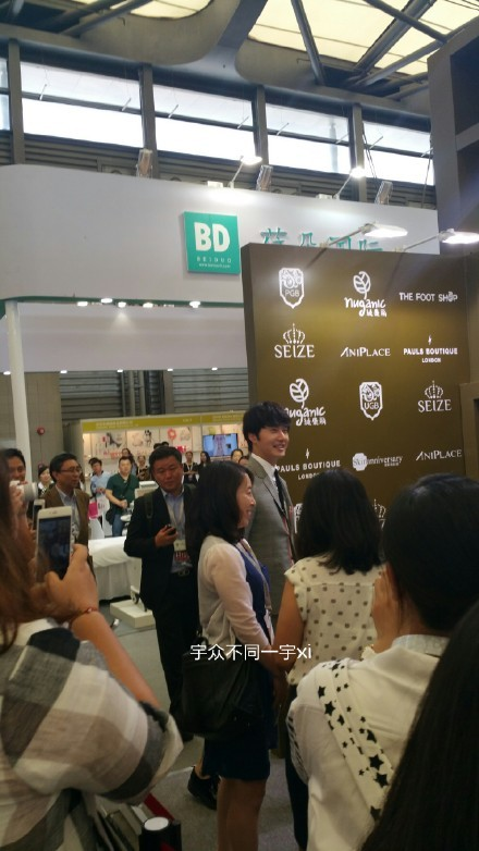 2015 5 19 Jung Il Woo attends the '2015 China Shanghai Cosmetics and Beauty Expo' 10
