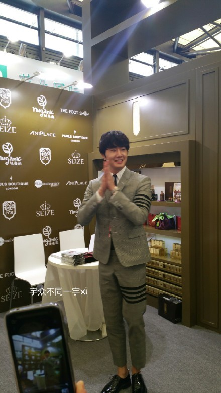 2015 5 19 Jung Il Woo attends the '2015 China Shanghai Cosmetics and Beauty Expo' 14