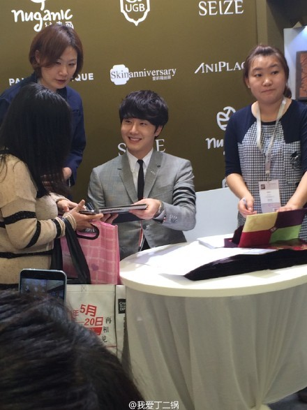 2015 5 19 Jung Il Woo attends the '2015 China Shanghai Cosmetics and Beauty Expo' 38