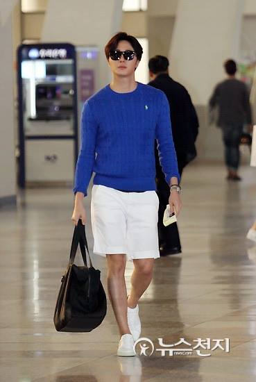 2015 5 Jung Il-woo at the airport in route to Jeju Island for Kwave Photo Shoot 1