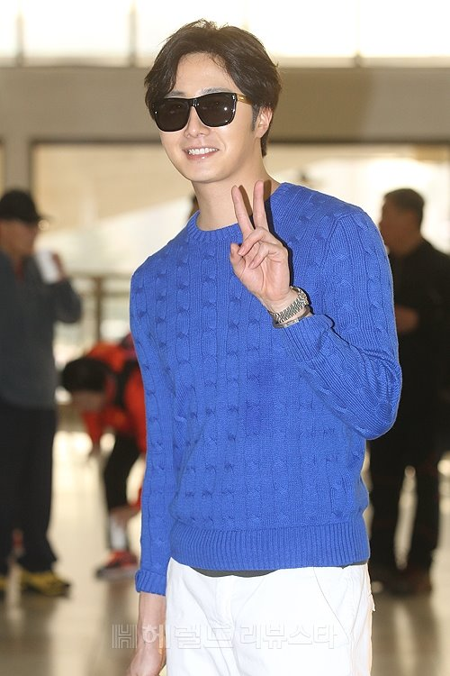 2015 5 Jung Il-woo at the airport in route to Jeju Island for Kwave Photo Shoot 10