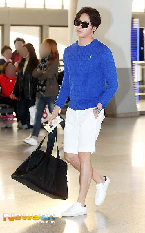 2015 5 Jung Il-woo at the airport in route to Jeju Island for Kwave Photo Shoot 11