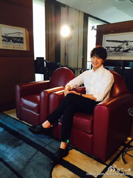 2015 6 5 Jung Il-woo for Noblesse BTS1.jpg