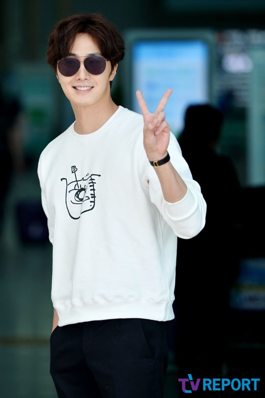 2015 09 15 Jung Il-woo at the airport in reute to the 20th Anniversary of Joy and Peace in Shanghai, China. 13