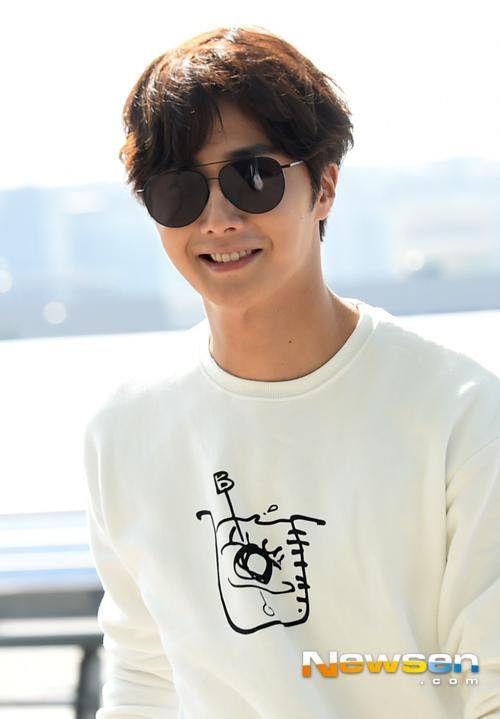 2015 09 15 Jung Il-woo at the airport in reute to the 20th Anniversary of Joy and Peace in Shanghai, China. 5