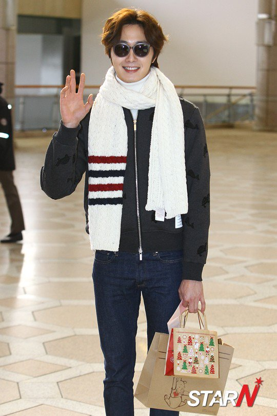 2015 12 3 Jung Il-woo headed to China for High End Crush Event. Cr. On photo 11
