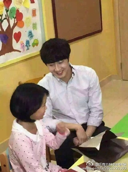 2015 6 5 Jung Il woo meet children at the Shanghai Hospital.3
