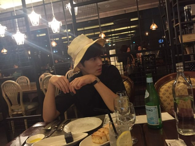 2015 8 25 Jung Il-woo Gallery photos eating with a hat. 15