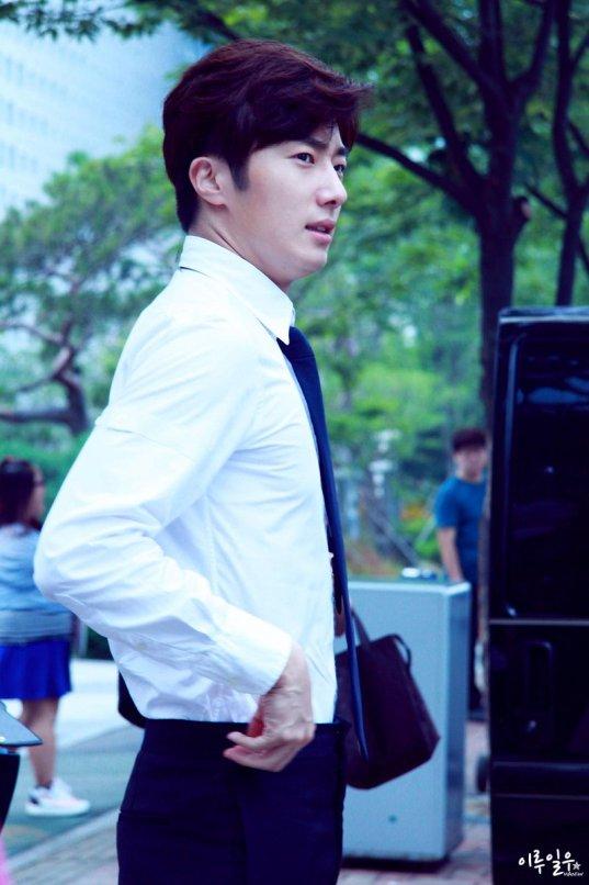 2015 Jung Il-woo in High End Crush BTS Cr. SOHU TV13