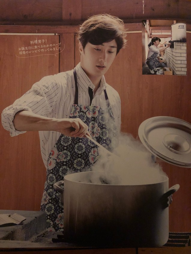2015 09 13 Jung Il-woo in barbecue birthday celebration in Japan. Cr. 10th Anniversary Book10