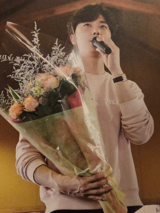 2015 09 13 Jung Il-woo in barbecue birthday celebration in Japan. Cr. 10th Anniversary Book4