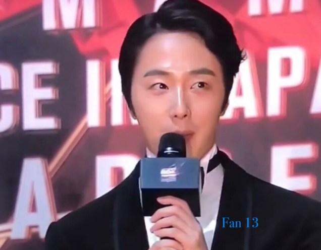2018 12 12 Jung Il-woo at the MAMA Awards. Cr. Mnet Edits Fan137