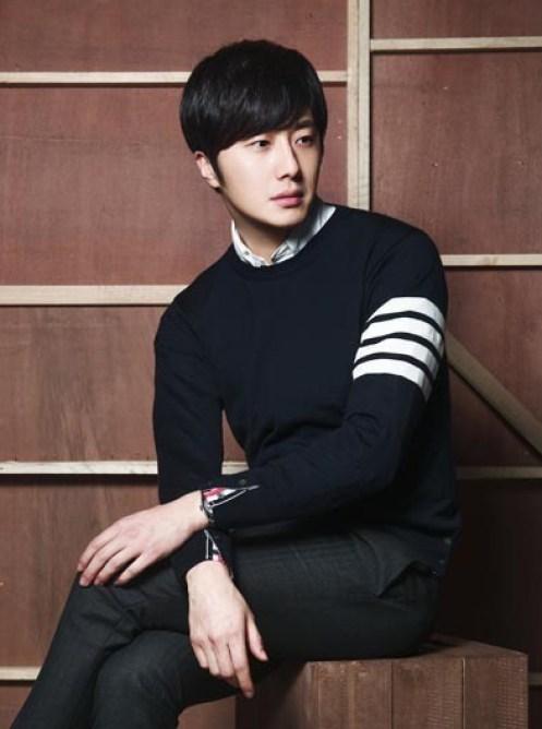 jung-il-woo-in-thom-browne-3.jpg