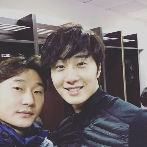 2016 1 10 jung il-woo and other soccer players in the 2016 asian smile cup. 1