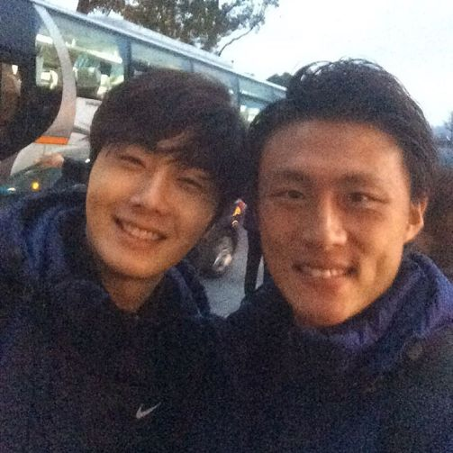 2016 1 10 jung il-woo and other soccer players in the 2016 asian smile cup. 2