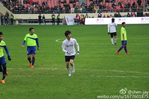 2016 1 10 jung il-woo playing soccer in the 2016 asian smile cup. 4