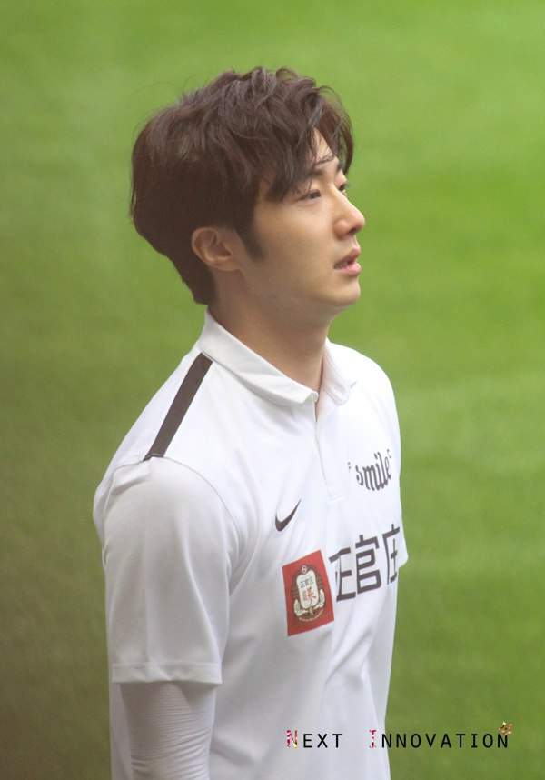 2016 1 10 jung il-woo playing soccer in the 2016 asian smile cup. 8