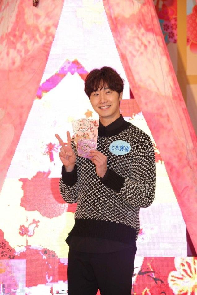 2016 1 23 jung il-woo in hong kong fan meeting extras envelopes 4