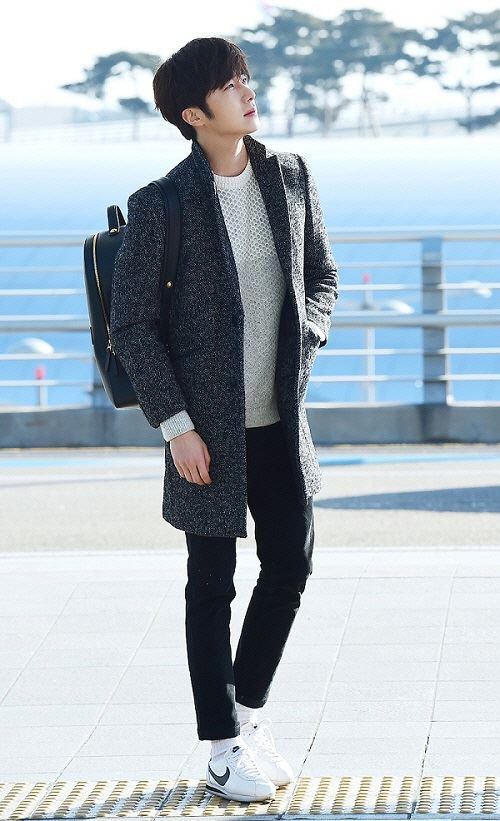 2016 1 9 jung il-woo in the airport going to shanghai for the smile cup part 1 11