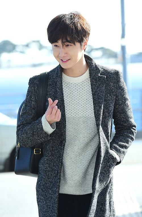 2016 1 9 jung il-woo in the airport going to shanghai for the smile cup part 2 13