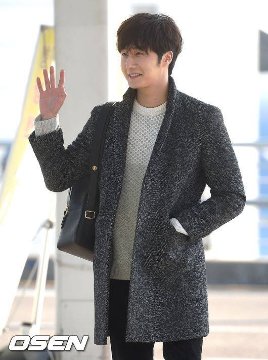 2016 1 9 jung il-woo in the airport going to shanghai for the smile cup part 2 17
