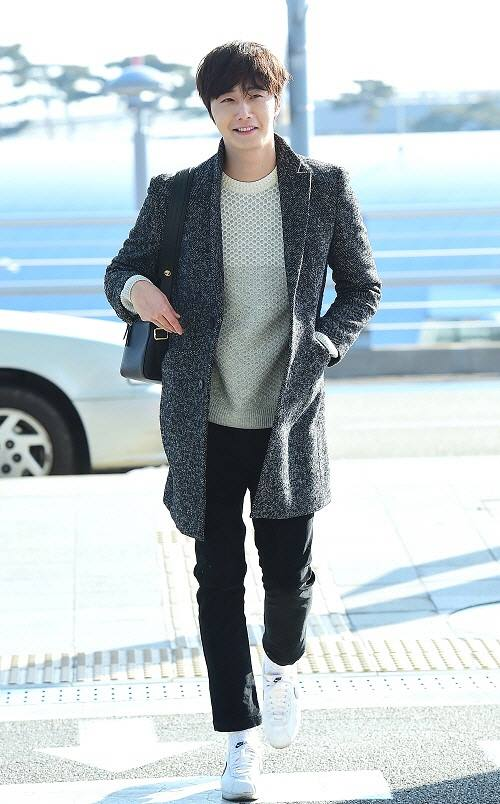 2016 1 9 jung il-woo in the airport going to shanghai for the smile cup part 2 20
