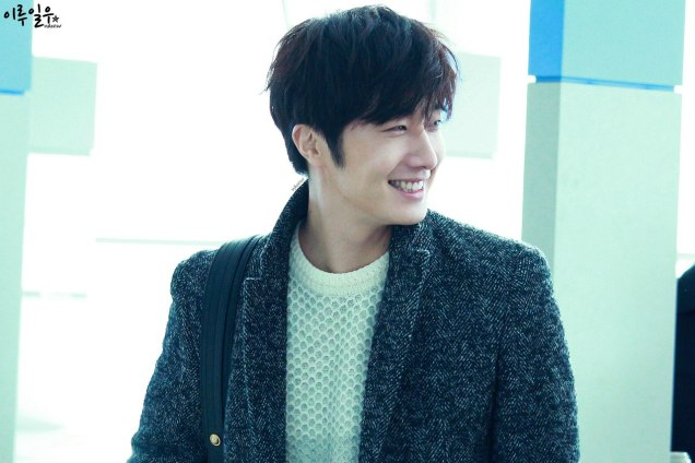 2016 1 9 jung il-woo in the airport going to shanghai for the smile cup part 3 6