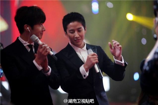 2016 2 8 jung il-woo hunan tv spring gala. cr. hunan tv. 9