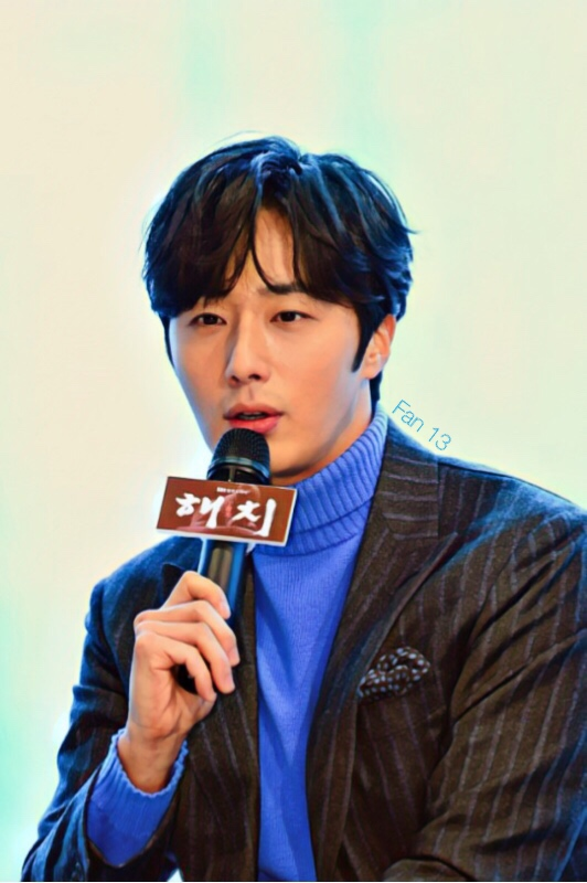 2019 1 21 Jung Il-woo at the SBS Press Conference for Haechi. Cr. SBS Edited by Fan 13 3.JPG