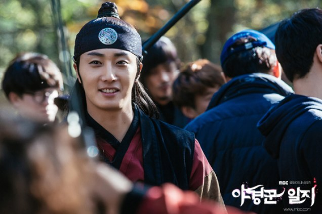2014 9:10 Jung Il-woo in THe Night Watchman's Journal Episode 18  BTS     3.jpg