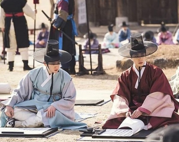 2019 1 Jung Il-woo and cast BTS of Haechi. 7