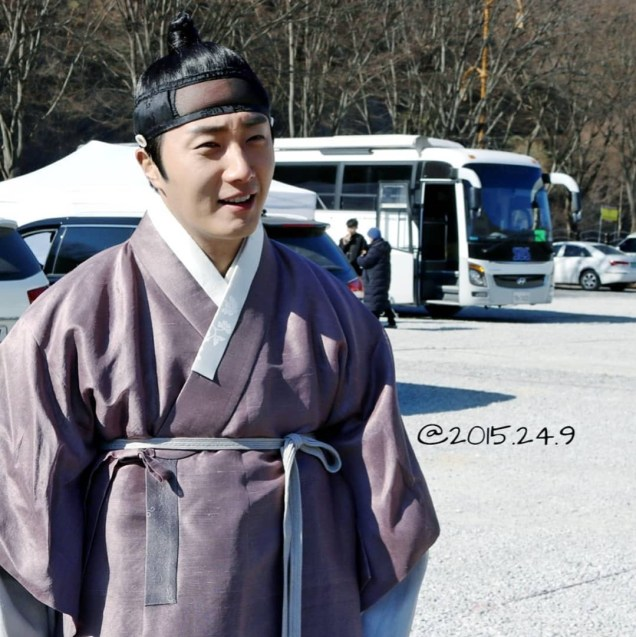 2019 1 Jung Il-woo Fan videos visiting him in the set of Haechi. Cr. 2015 2 4 9 3