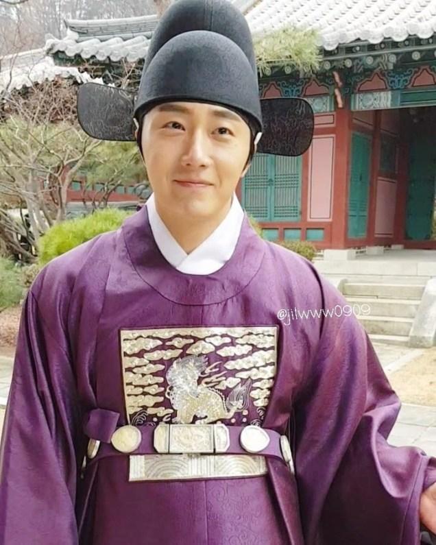 2019 1 Jung Il-woo Fan videos visiting him in the set of Haechi. Cr. jiwww0909 5